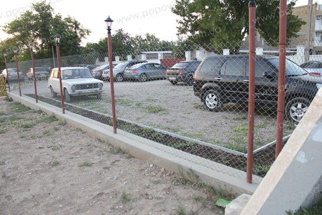 Охраняемая парковка на территории гостиницы
